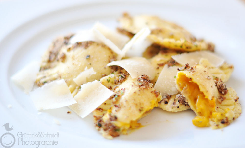 Gluten-free Ravioli with Caramelized Onions and Hazelnut sauce