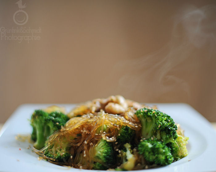 Broccoli Stir-Fry with Cashew Nuts and Sesame Seeds